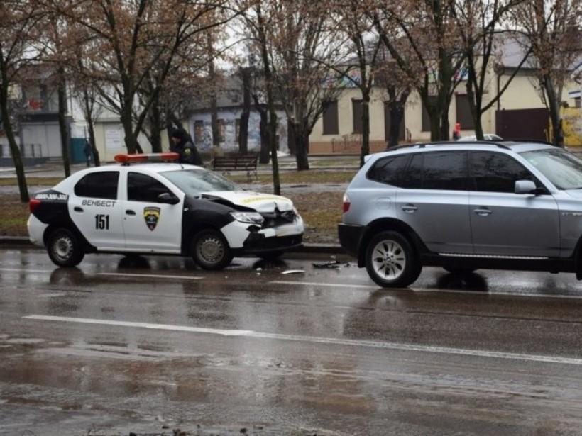 В центре Николаева чиновник на BMW попал в ДТП (ФОТО)