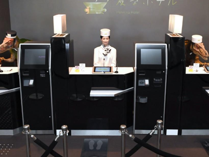Путали храп с просьбой о помощи: японский отель отказался от сотрудников-роботов