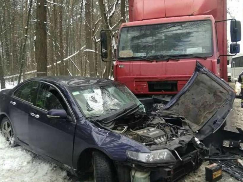 Под Киевом легковушка «впечаталась» в грузовик