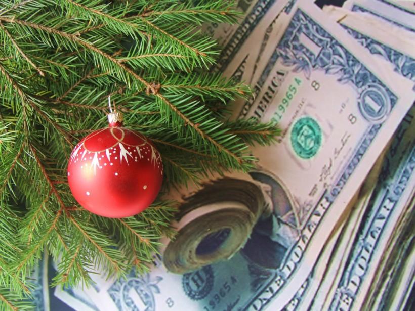 Эксперт: Новый год встречают в обновках и с деньгами в карманах