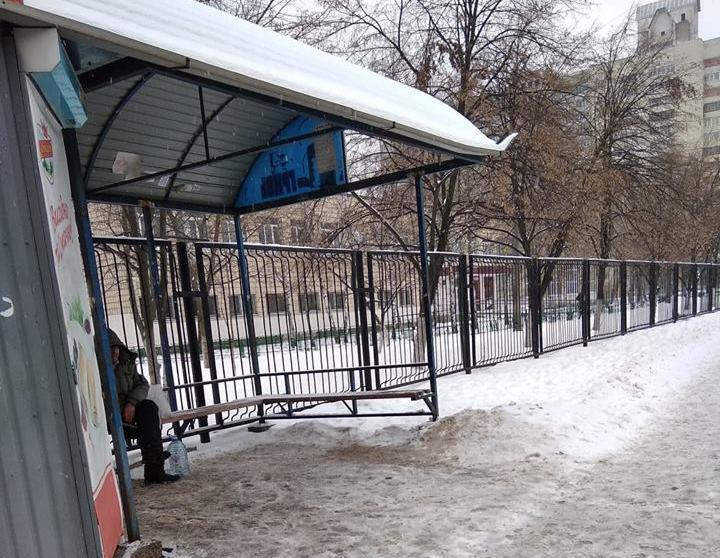 Селедка и «Оливье»: новогодние радости столичного пенсионера (ФОТО)