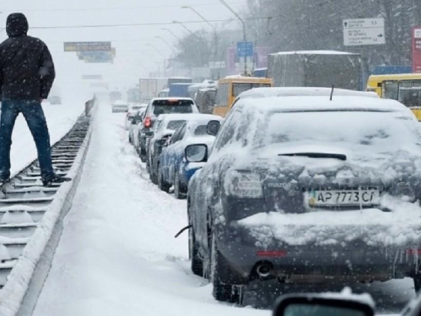 Вечером в Киеве уровень пробок достиг 8 баллов (КАРТА)