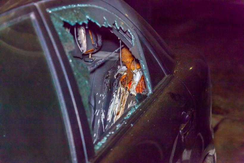 В Днепре автомобиль Mazda облили горючей смесью и подожгли (ФОТО, ВИДЕО)