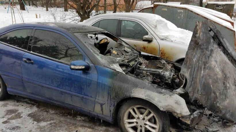 В Ровно подожгли автомобиль чиновницы горсовета (ФОТО, ВИДЕО)