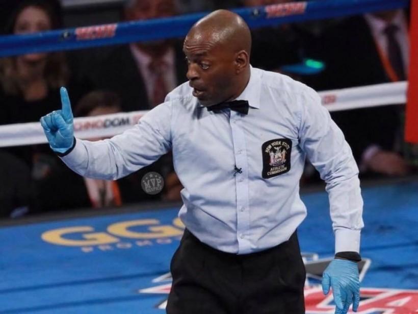 Обнаружен самый пугающий боксерский рефери (ВИДЕО)