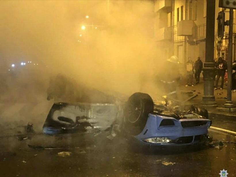 В Харькове BMW протаранил Scoda, перевернулся и загорелся (ФОТО, ВИДЕО)