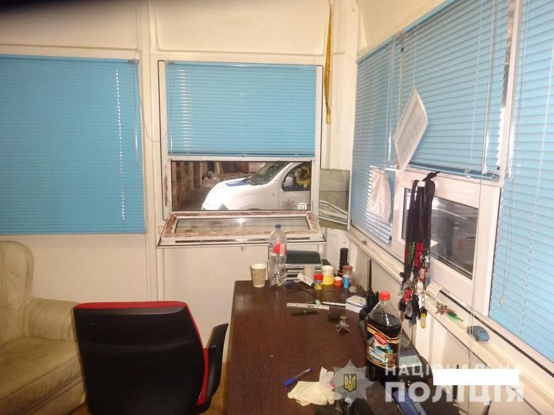 В Киеве угонщики автомобиля избили полицейского (ФОТО)