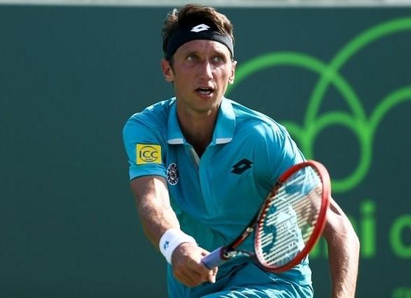 Теннисист Стаховский вышел в третий раунд соревнований во Франции
